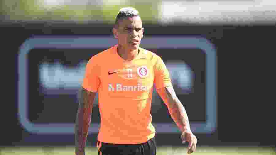 Jonatan Alvez não está inscrito no Estadual, mas não quer deixar o Inter - Ricardo Duarte/Inter