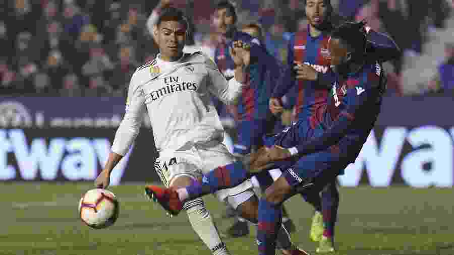 Casemiro durante lance na partida do Real Madrid contra Levante - Jose Jordan/AFP