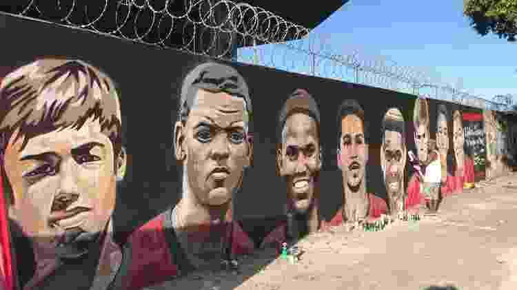 Vítimas do incêndio no Ninho do Urubu, CT do Flamengo, recebem homenagem em muro próximo ao Maracanã - Bruno Braz / UOL - Bruno Braz / UOL