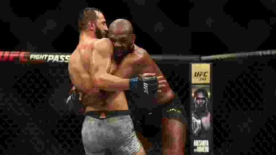 Dominick Reyes e Jon Jones, durante luta no UFC 247 - RONALD MARTINEZ/AFP