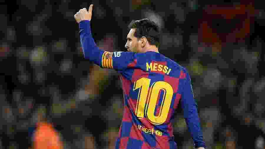 Lionel Messi marca gol de pênalti contra a Real Sociedad - LLUIS GENE / AFP