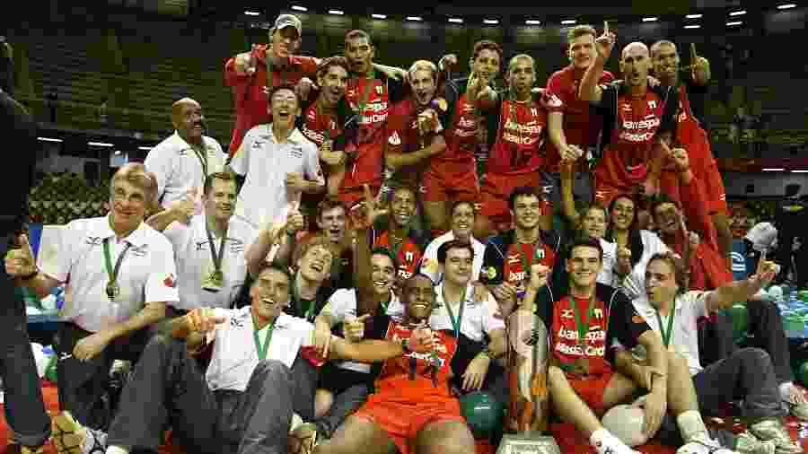 Nalbert venceu a Susperliga masculina de vôlei pela primeira vez em 2005 com o São Bernardo - Reprodução