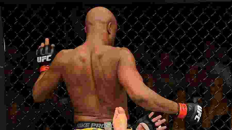 Anderson Silva acerta joelhada em Chael Sonnen - Donald Miralle/Zuffa LLC via Getty Images