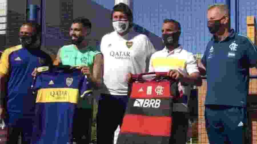 Gabigol ganhou uma camisa do Boca Juniors antes de Racing x Flamengo - Reprodução/TV Fla