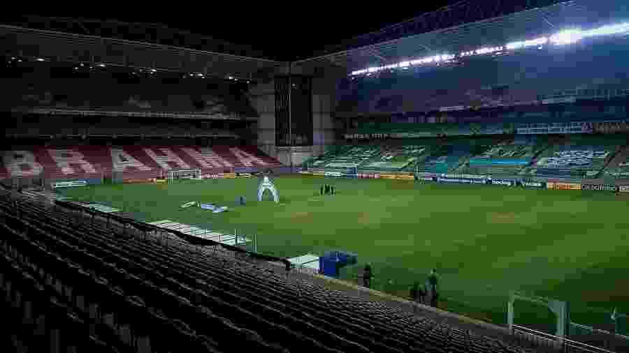 Membro da diretoria do América-MG protagonizou confusão com arbitragem no estádio Independência - Fernando Moreno/AGIF