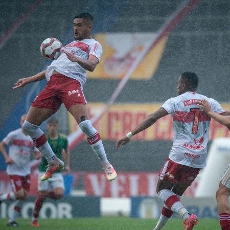 Choveu forte na capital alagoana durante partida entre CRB e Cruzeiro - Francisco Cedrim/CRB