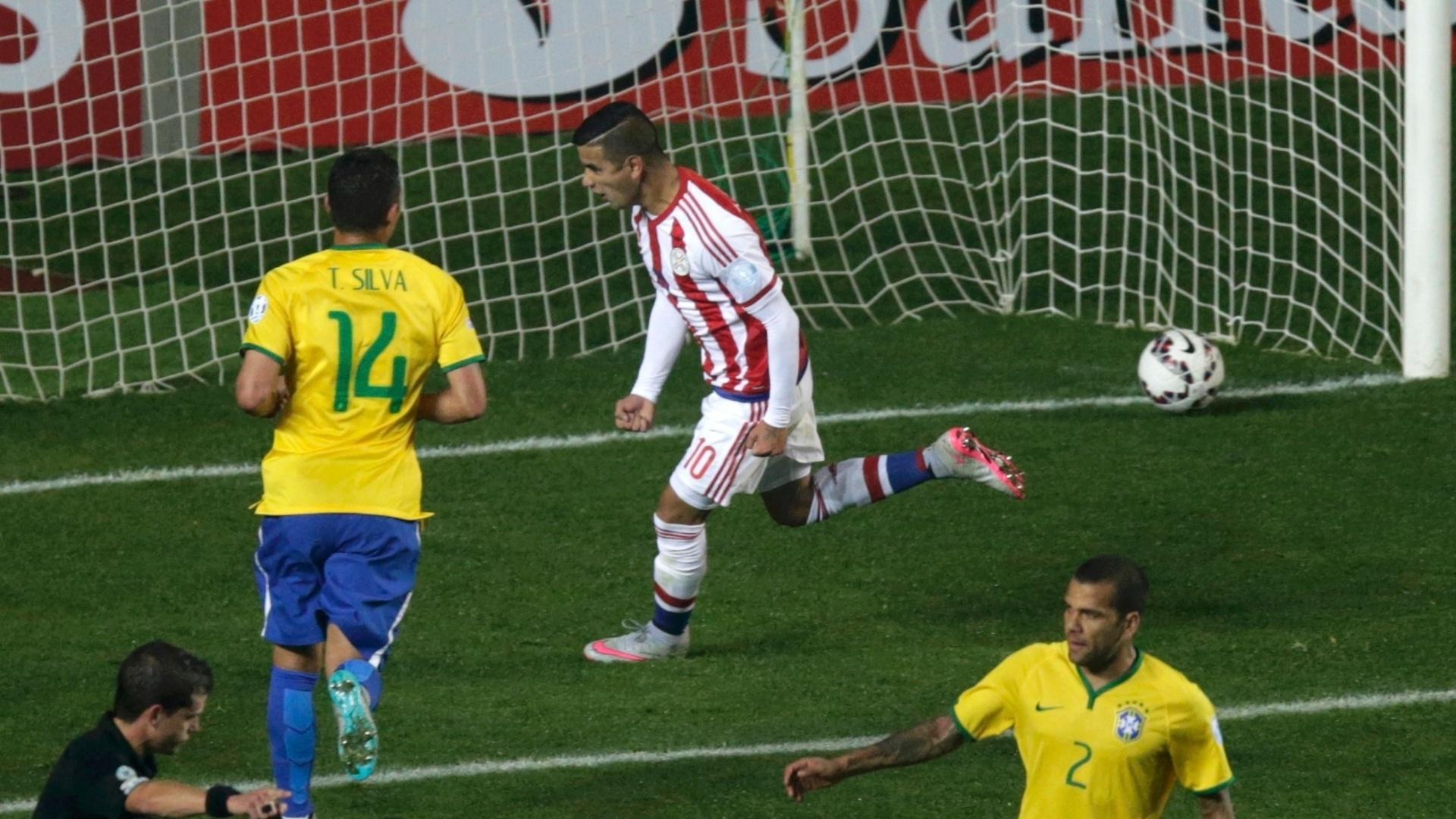 Derlis González, do Paraguai, comemora gol de empate contra o Brasil nas quartas de final da Copa América
