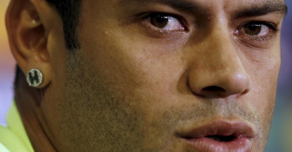 O atacante Hulk dá entrevista em Fortaleza