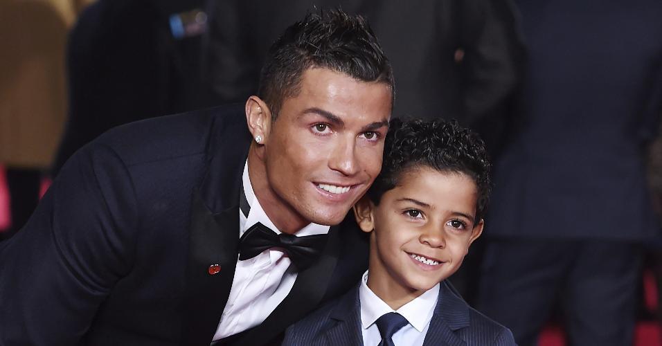 Logo na chegada, Cristiano Ronaldo tirou fotos com seu filho, Cristiano Ronaldo Jr.