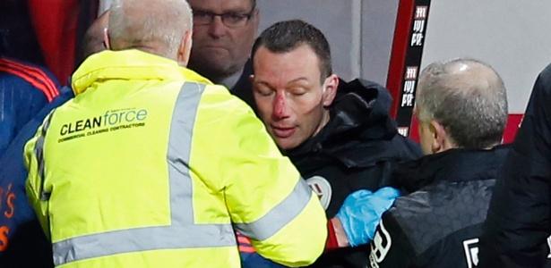 Kevin Friend bateu o rosto ao cair no chão e machucou o nariz, preocurando treinadores