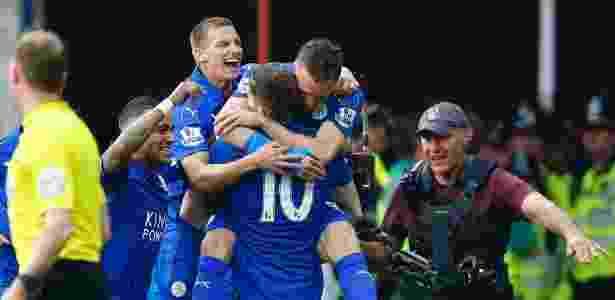Vardy e King, jogadores do Leicester, comemoram gol do time no campeonato inglês - Darren Staples/Reuters
