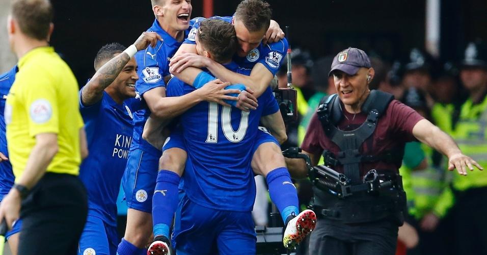 Vardy e King comemoram gol do Leicester
