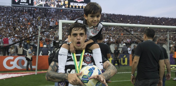 Fagner comemora título brasileiro ao lado do filho Henrique
