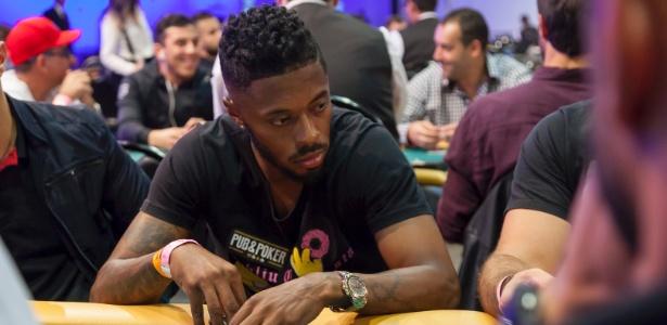 Michel Bastos durante campeonato de pôquer