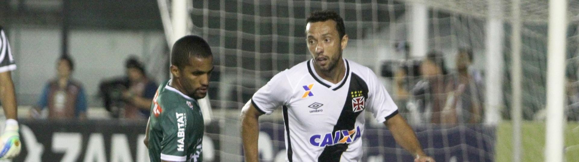 Nenê encara marcação na partida Vasco x Luverdense