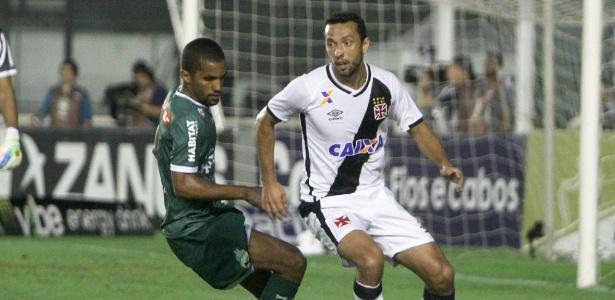 Nenê encara marcação na partida Vasco x Luverdense pela série B 2016 - Paulo Fernandes/Vasco.com.br