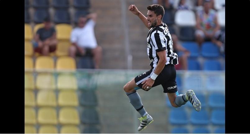 Pimpão comemora um dos gols marcados na goleada do Botafogo sobre o Rio Branco