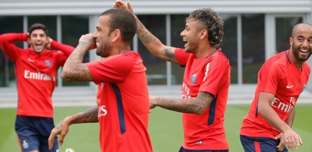 Neymar pediu amigo Daniel Alves no PSG e fez lateral descumprir acerto com Guardiola, no City