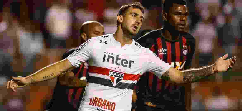 São Paulo se reúne com Umbro e Penalty para negociar substituição da ... 93de0f7d05808