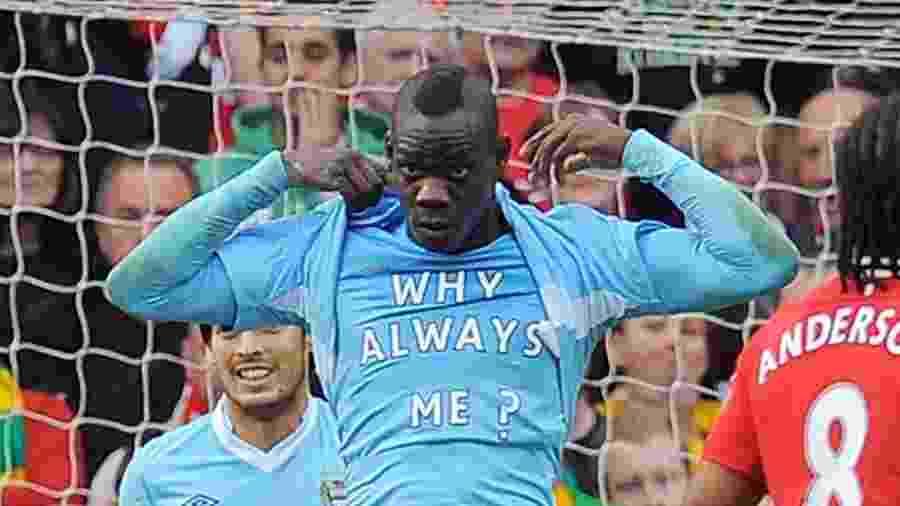 Balotelli comemoração no City - Andrew Yates/AFP