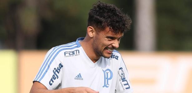 Gustavo Scarpa, meio-campista do Palmeiras, sorri em treino do clube - Cesar Greco/Ag. Palmeiras/Divulgação