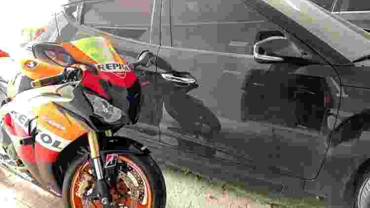 O Veloster preto usado no dia do crime por Edison Brittes Júnior, que também usava uma moto - Divulgação - Divulgação