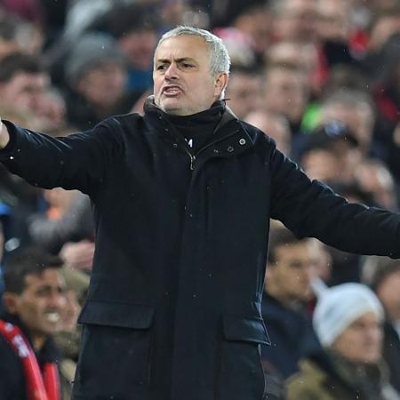Mourinho esbraveja em derrota do United para o Liverpool - Paul Ellis/AFP