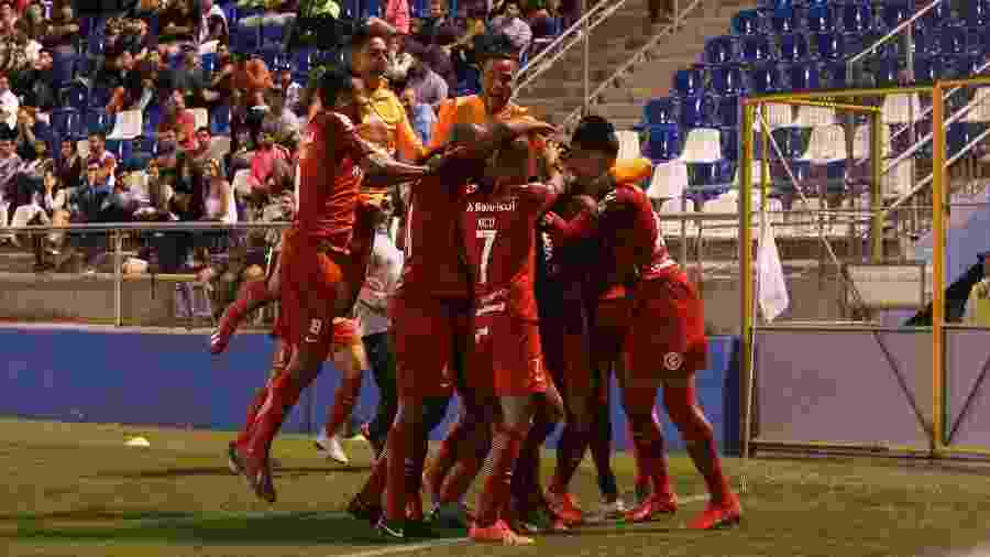 Jogadores do Inter comemoram gol e vitória sobre o Palestino, no Chile - Ricardo Duarte/Inter