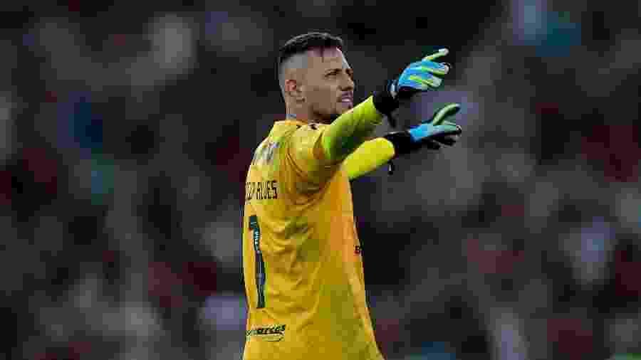 Diego Alves foi vaiado contra o Botafogo, ovacionado contra o Emelec e criticado contra o Bahia - Thiago Ribeiro/AGIF