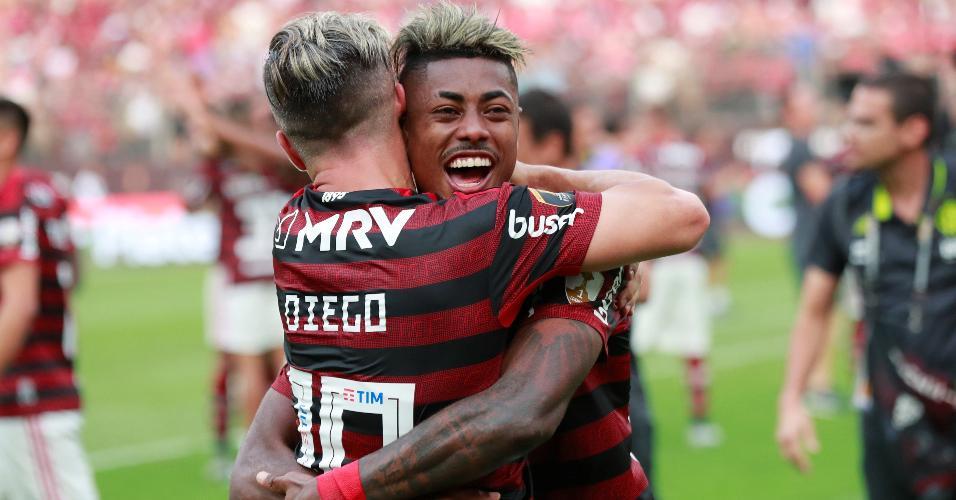 Bruno Henrique comemora título da Libertadores com Diego
