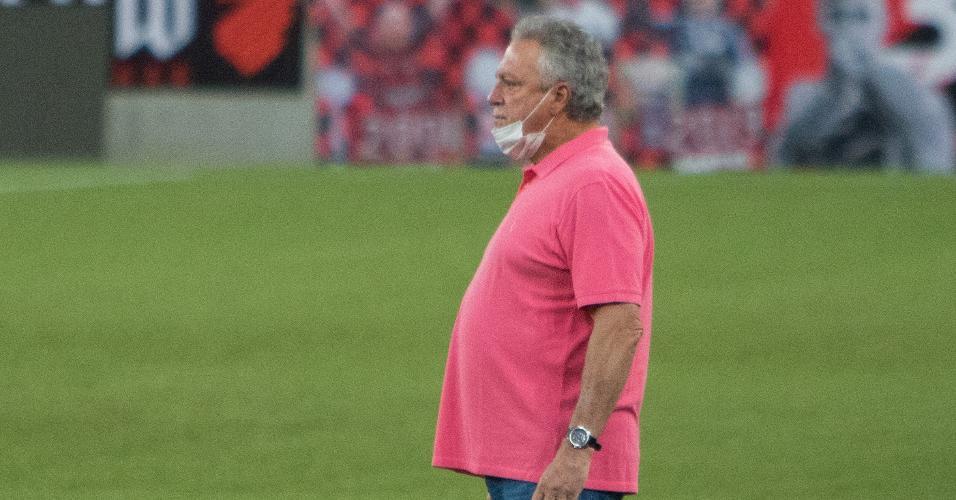 Técnico Abel Braga comanda o Internacional contra o Athletico-PR pelo Brasileirão