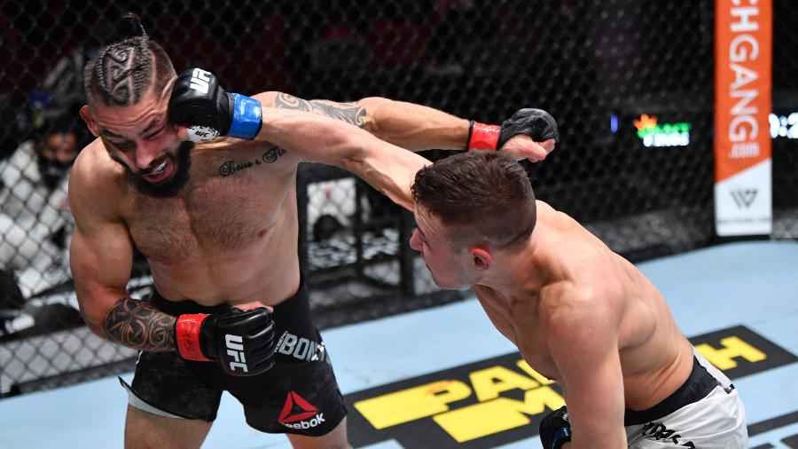 Rogério Bontorin é golpeado por Kai Kara-France durante duelo no UFC 259 - Jeff Bottari/Zuffa LLC