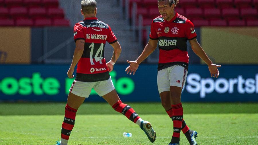 Alexandre Vidal / Flamengo - Arrascaeta e Willian Arão comemoram gol do Flamengo na Supercopa do Brasil