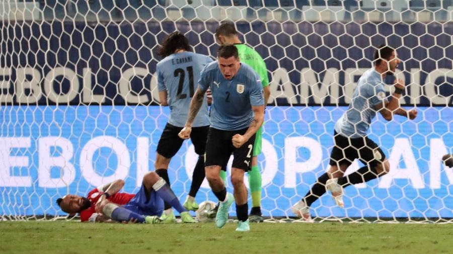 """Técnico do Uruguai, Óscar Tabárez reclamou de """"cera"""" da seleção do Chile no final da partida pela Copa América - Twitter da Copa América"""