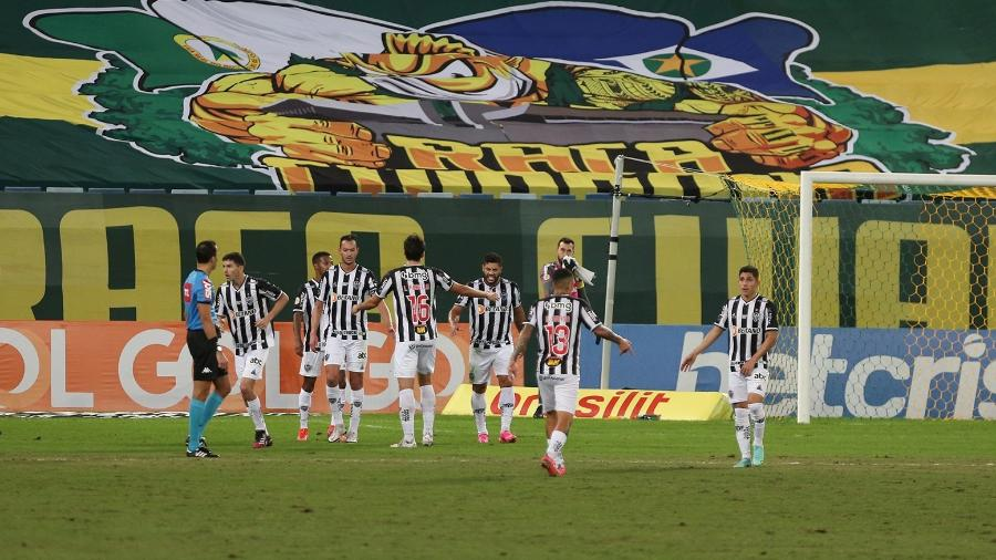 Jogadores do Atlético-MG comemoram gol de Nacho Fernandez contra o Cuiabá - Gil Gomes/AGIF