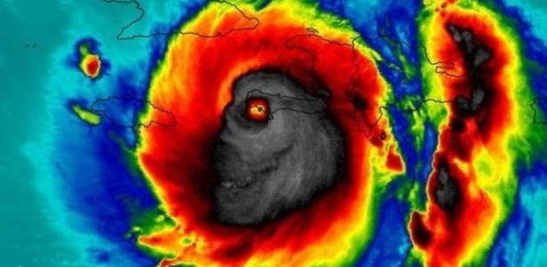 A 'face da morte': muitos visualizam monstro no foto da Nasa que registrou a passagem do furacão Matthew pelo Haiti