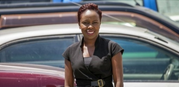 A relações públicas Ndekela Mazimba diz que o dia de folga é importante para ajudá-la a enfrentar as fortes cólicas menstruais - BBC