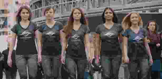 Julia Riram (centro) lidera o principal time de jogadoras de e-Sports do mundo - BBC - BBC