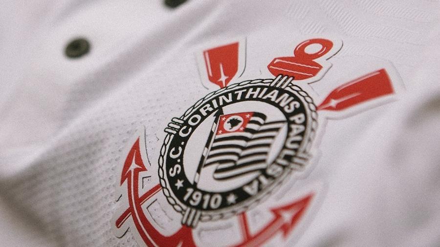 Detalhe da nova camisa do Corinthians, inspirada no time campeão brasileiro de 1990 - Divulgação/Corinthians