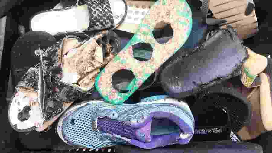 O acervo abriga 90 quilos de itens como tampas de garrafas, vidros, calçados, bitucas, embalagens, entre outros produtos descartados - Érika Cavalcante