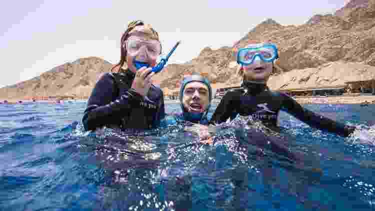 Carlos mergulha com a família - Livio Fakeye - Livio Fakeye