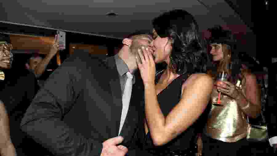 Henri Castelli beija a namorada, Jakelyne Oliveira - Marcos Ribas/Brazil News