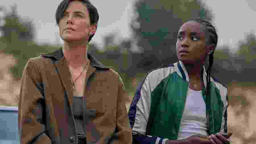 "Charlize Theron e KiKi Layne em cena de ""The Old Guard"" - Reprodução/Vanity Fair"