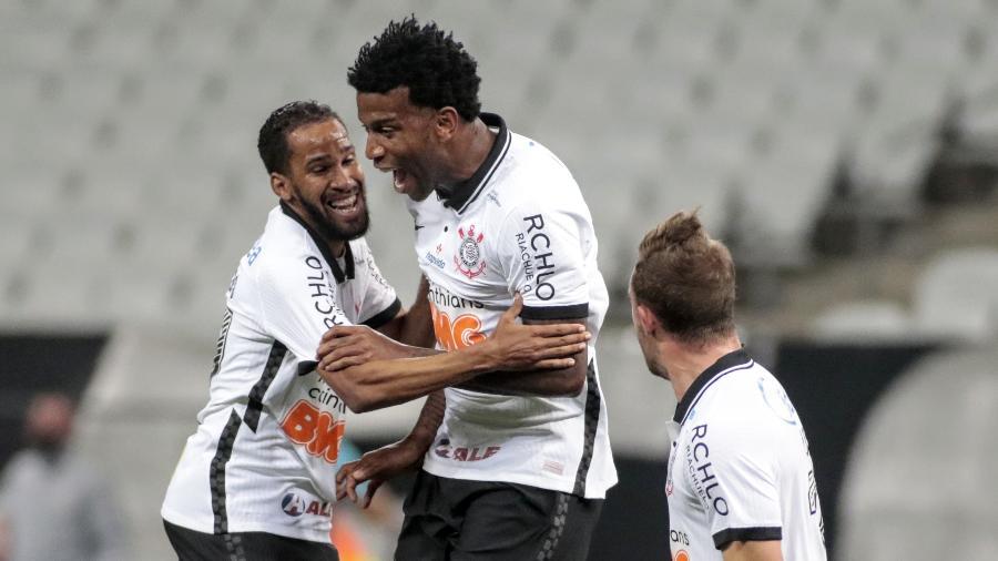 Gil encerra temporada com presença em 57 das 60 partidas do Corinthians