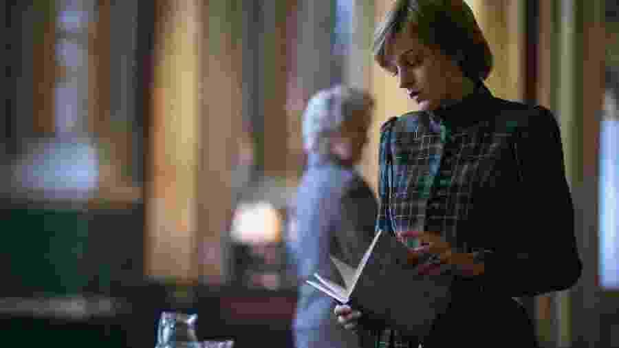"""Emma Corrin interpreta a princesa Diana em """"The Crown""""; atriz fez longa pesquisa para abordar transtorno na série - Divulgação"""