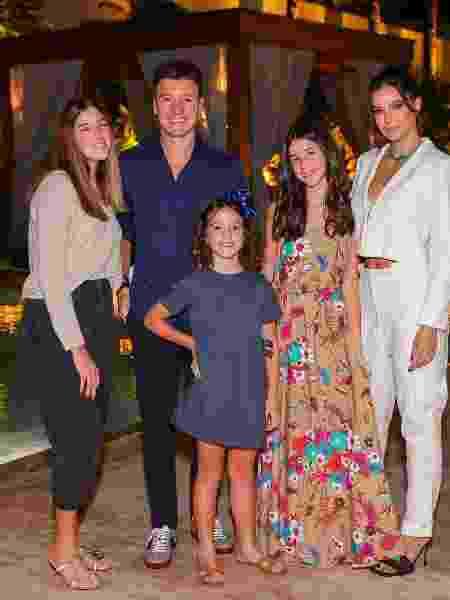 Rodrigo Faro posa com a família em festa de aniversário - Manuela Scarpa/Brazil News