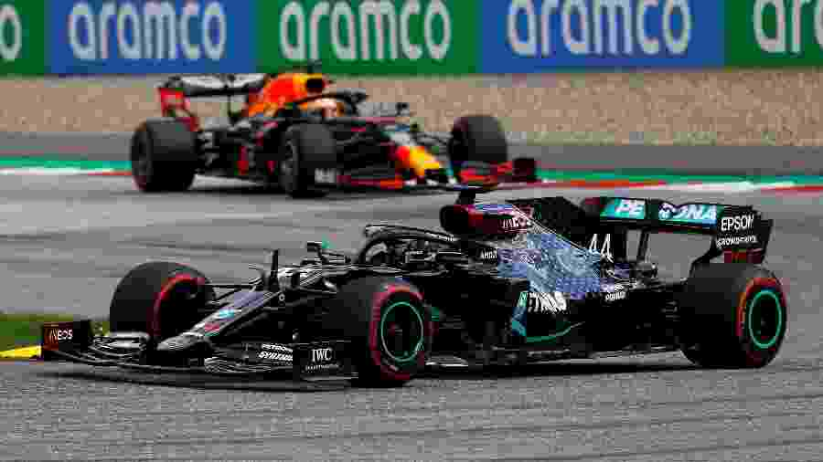 As brigas entre Lewis Hamilton e Max Verstappen podem ficar mais apertadas - REUTERS/Leonhard Foeger/Pool