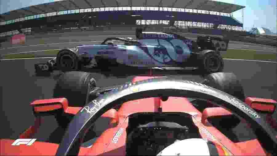 Sebastian Vettel, da Ferrari, roda logo na primeira volta após a largada do GP de Silverstone - Reprodução/@F1