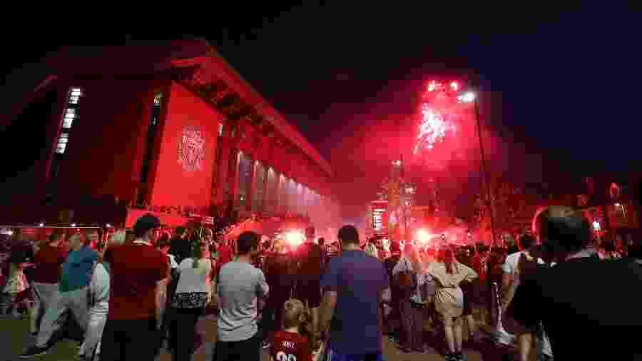 Torcedores tomam as ruas de Liverpool para comemorar o título do Campeonato Inglês - Peter Byrne/PA Images via Getty Images