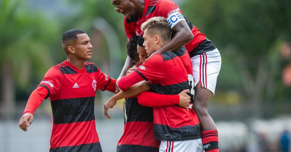 Jogando em casa, o Mengão conseguiu golear o Leão por 9 a 1, com gols de Daniel Cabral (2), Lázaro (2), Thiaguinho (2), Peralta, Andre e Pedrinho.